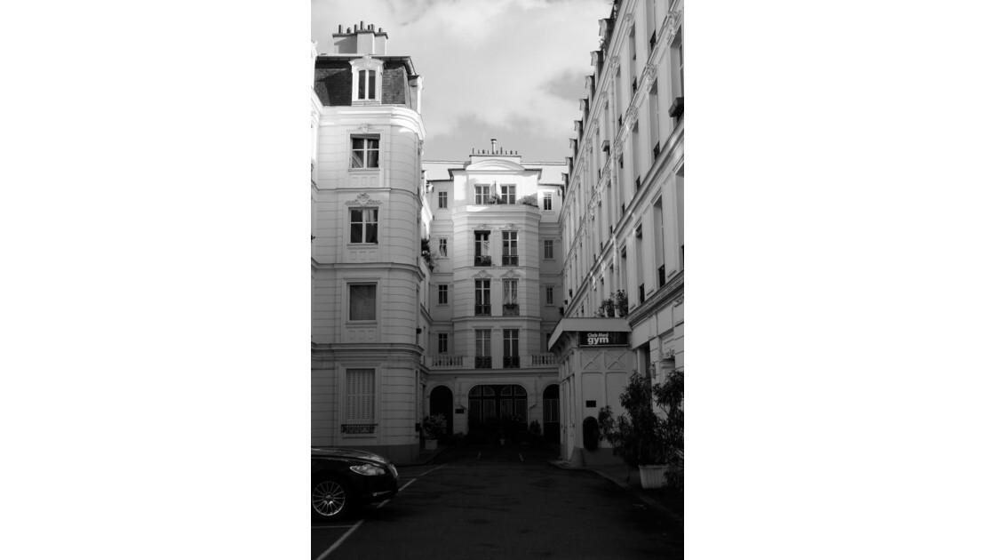 Cour_parisienne.JPG