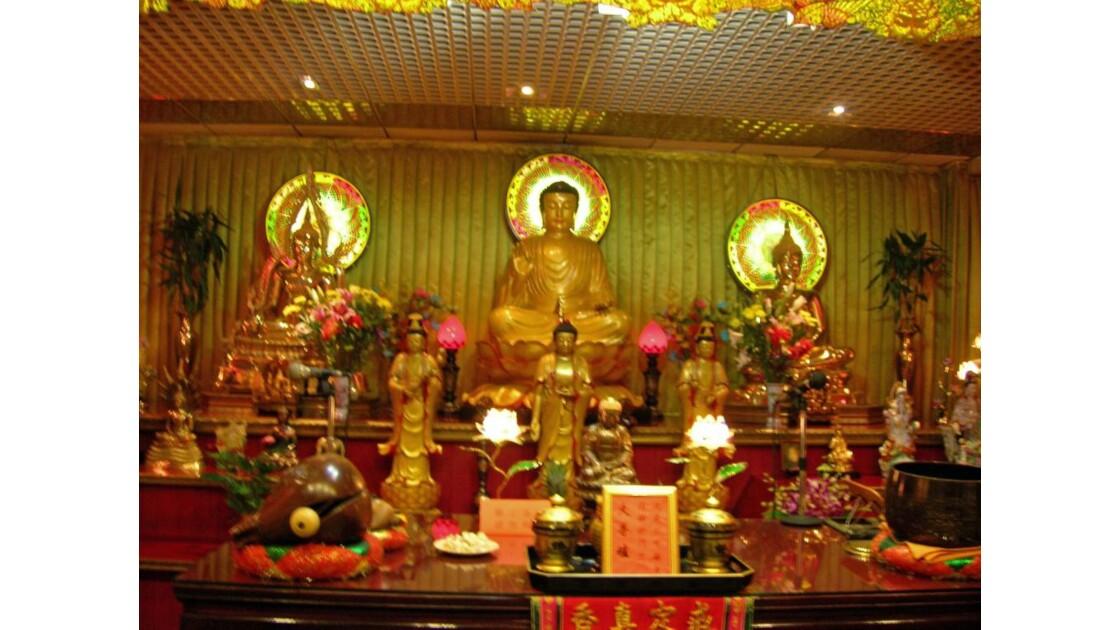 temple bouddhiste dans le 13è.JPG
