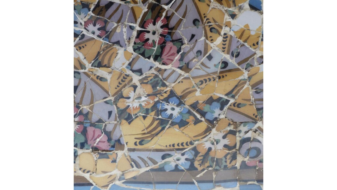 Gaudi : plafond en mosaique