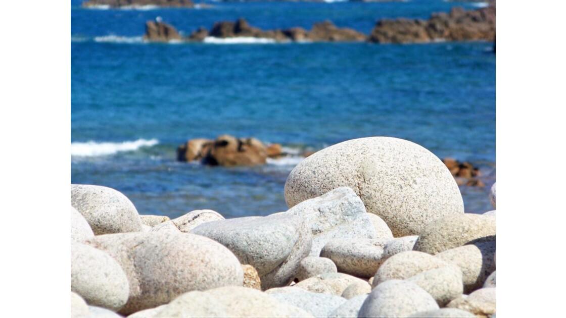 Posés là par la mer