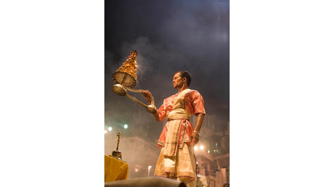 Cérémonie au bord du Gange