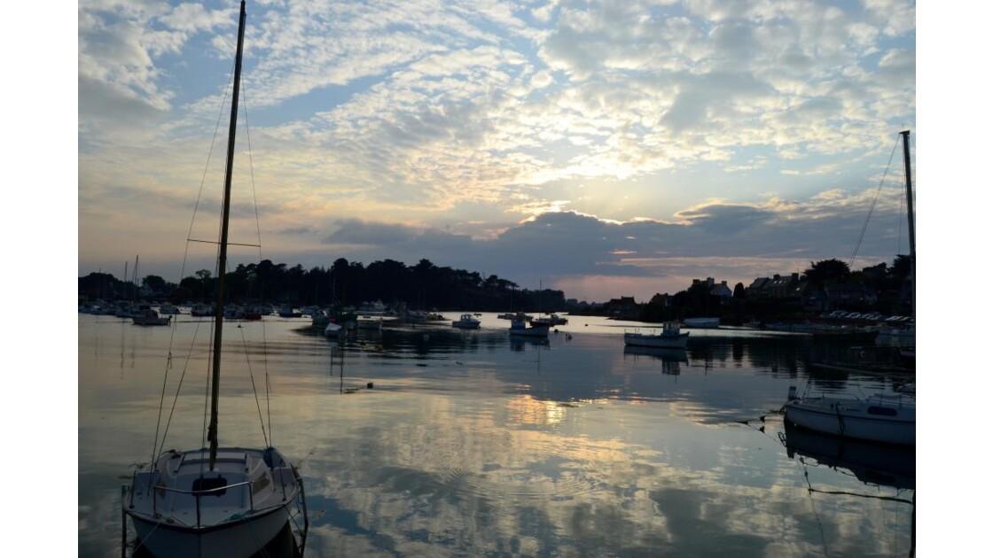 soleil couchant et barques
