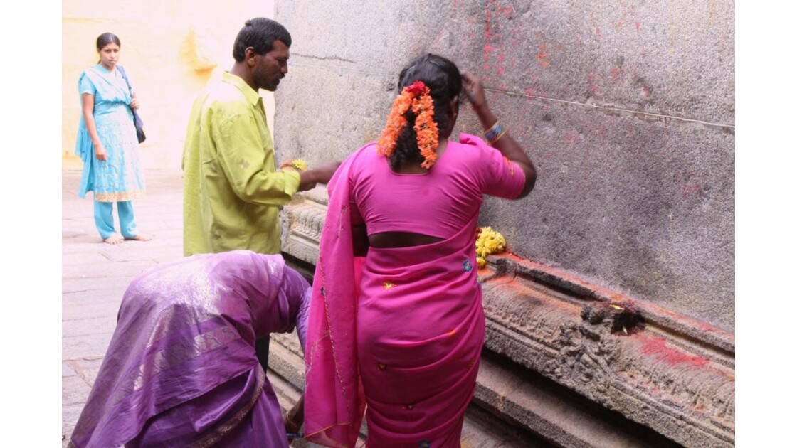 Priere_dans_temple_Indien.JPG