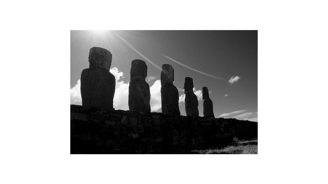 Moai et contre-jour