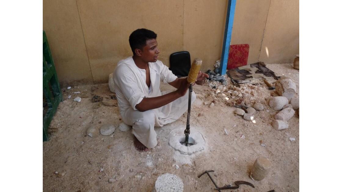 Egypte/Louxor/Tailleur de pierres