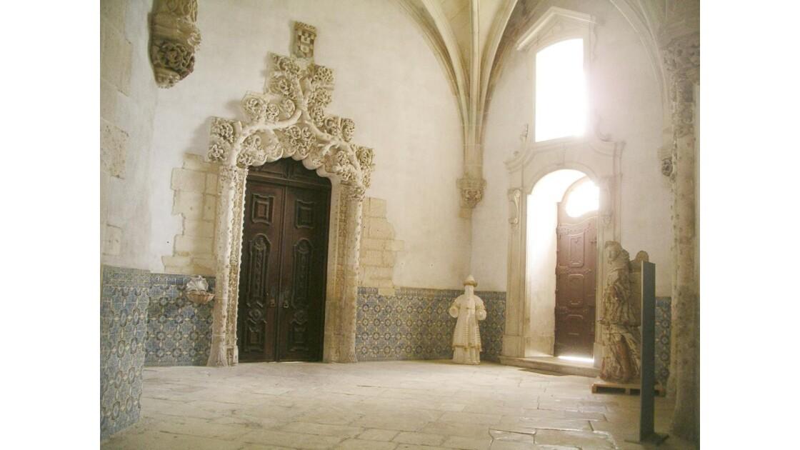 une salle(alcobaça)
