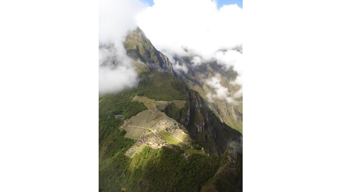 Lever du brouillard sur le Machu Picchu