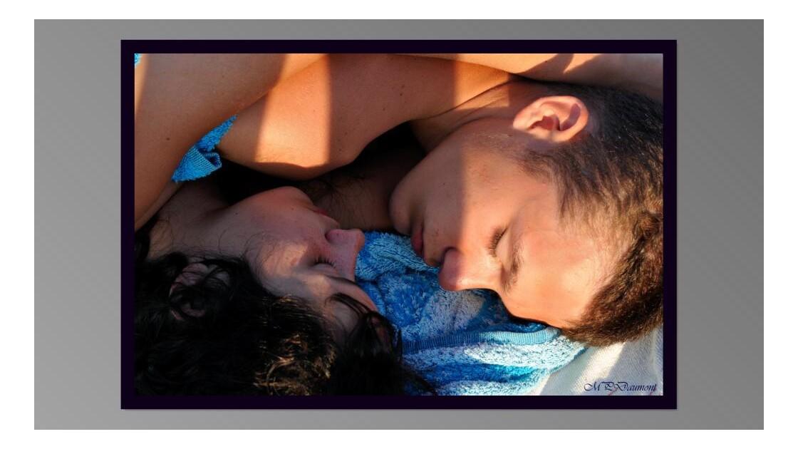 Les amoureux endormis sur la plage