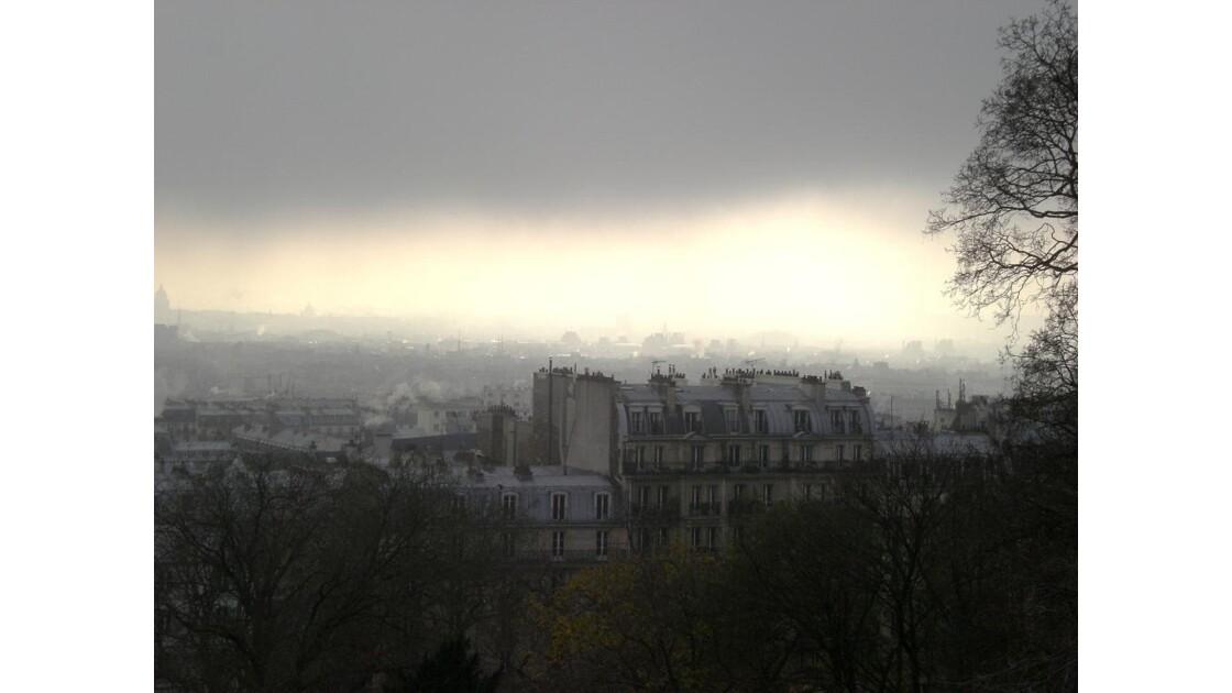 Au_dessus_de_Paris_dans_le_brouillard_1