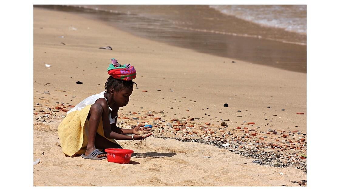 Sur une plage de l'Ile de Gorée