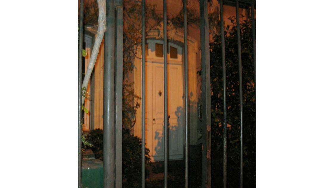 Une grille,une porte.jpg