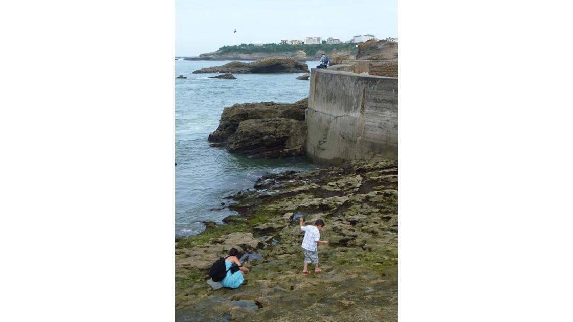 Maman, enfant et pêcheur