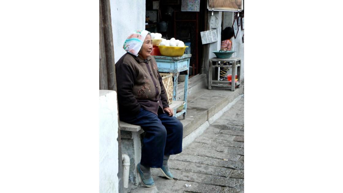 Vieille femme - Tongli - Chine