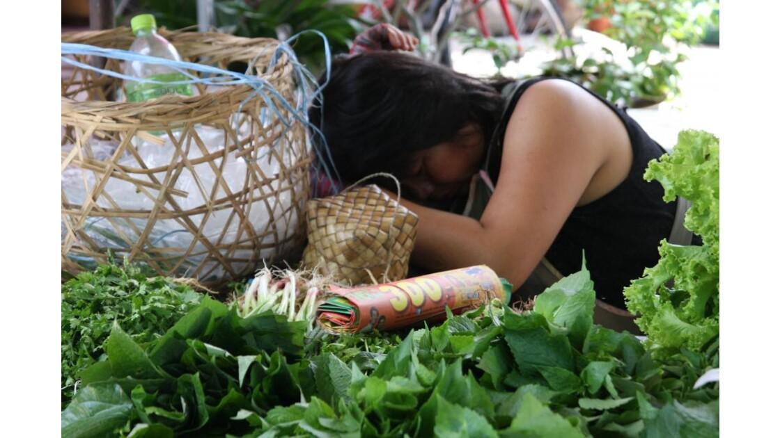 dormeuse au marché