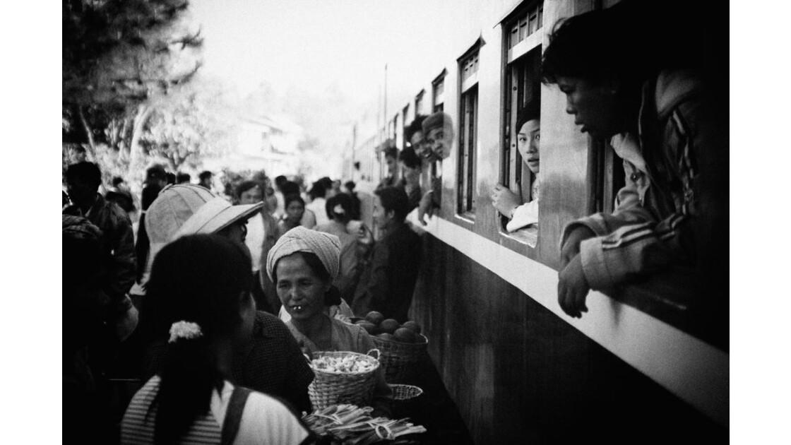 Train à quai sur le trek Kalaw_inlé