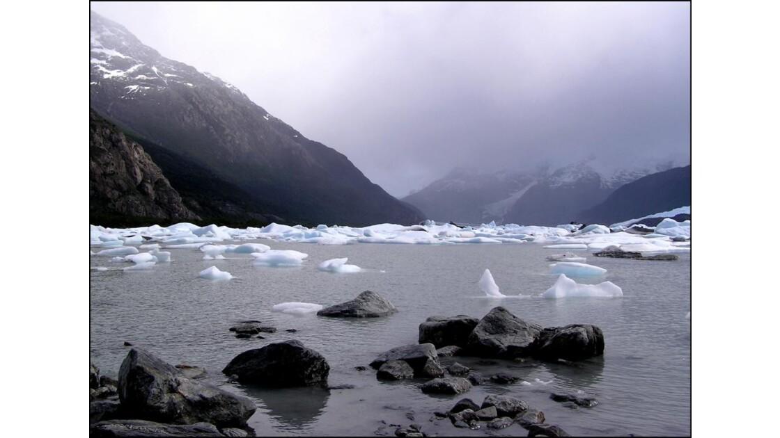 Morceaux de glaces détachés d' icebergs