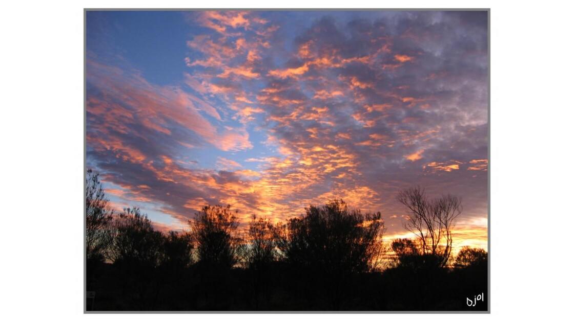 Lever de soleil sur Ayers Rock