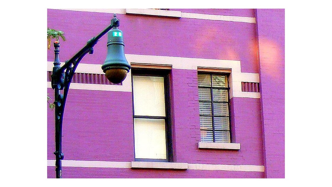 façade violette
