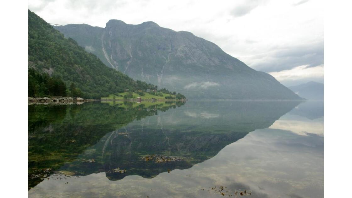Miroir dans les fjords