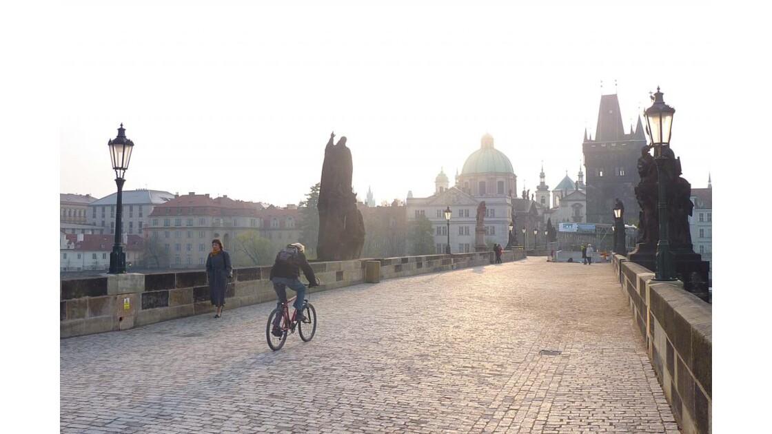 Vélo sur le pont St charles