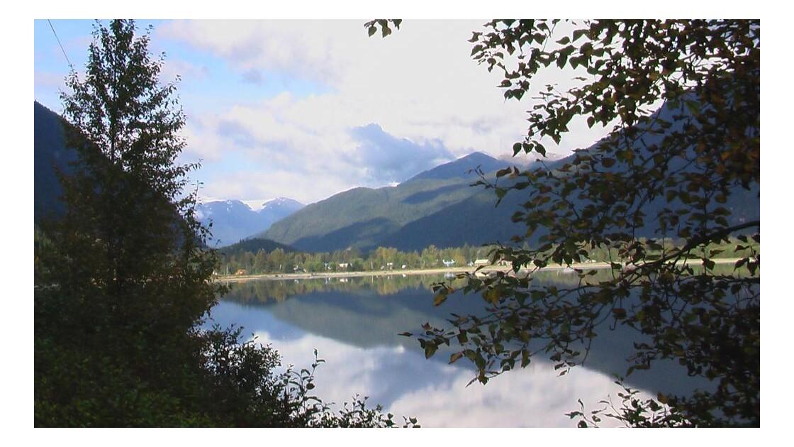 reflets sur le lac à Stewart.JPG