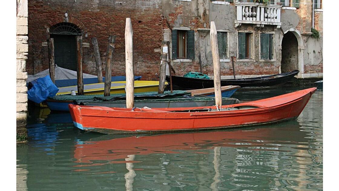 Barque rouge au Ghetto
