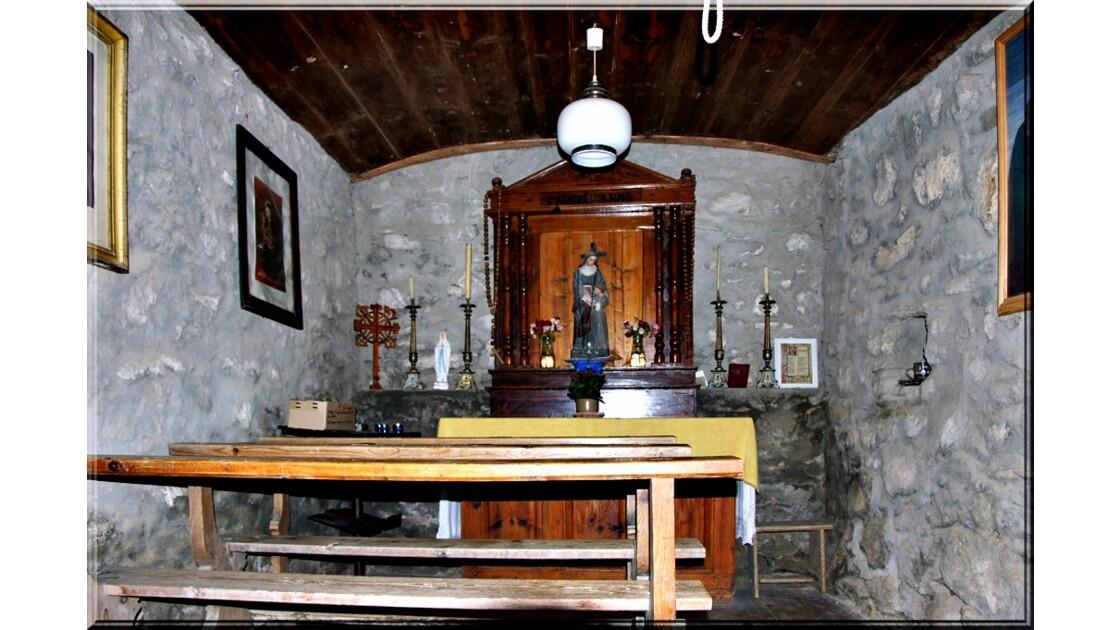L'intérieur de la petite chapelle !