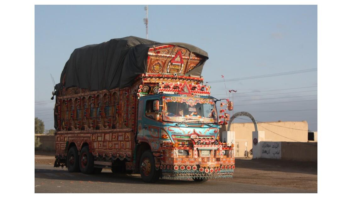 6__Sur_la_route_de_Taftan___Quetta_cami
