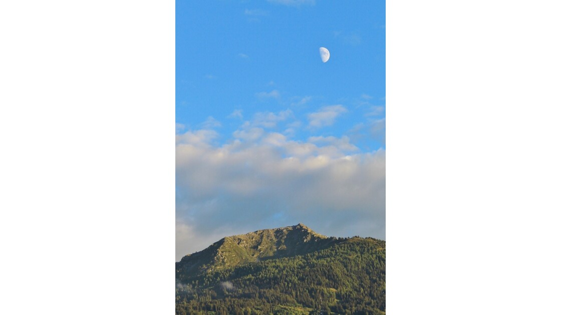 lune sur valais.jpg