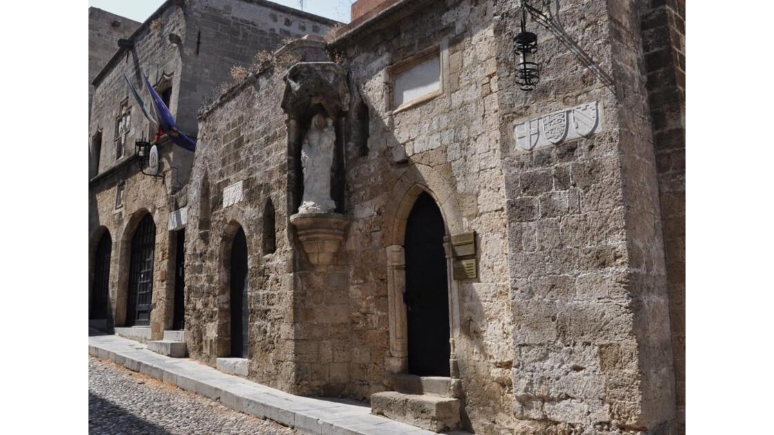 église dans la rue des Chevaliers