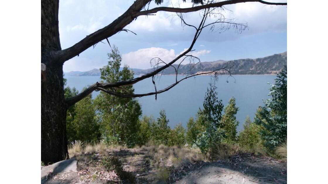 Vue surle lac depuis l'île de Suasi