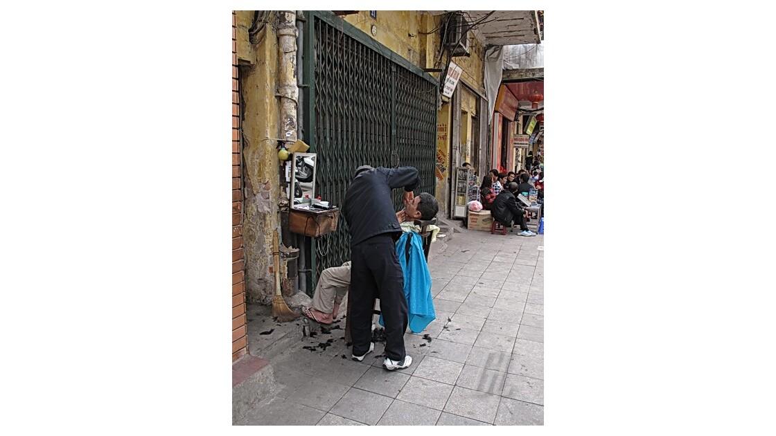 Hanoï - - chez le coiffeur