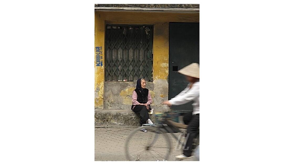 Hanoï - vieille femme et chapeau chinoi