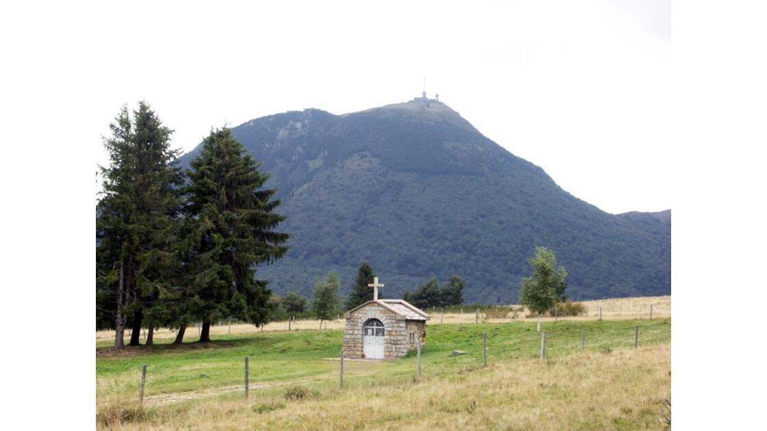 Le puy de dôme et la chapelle