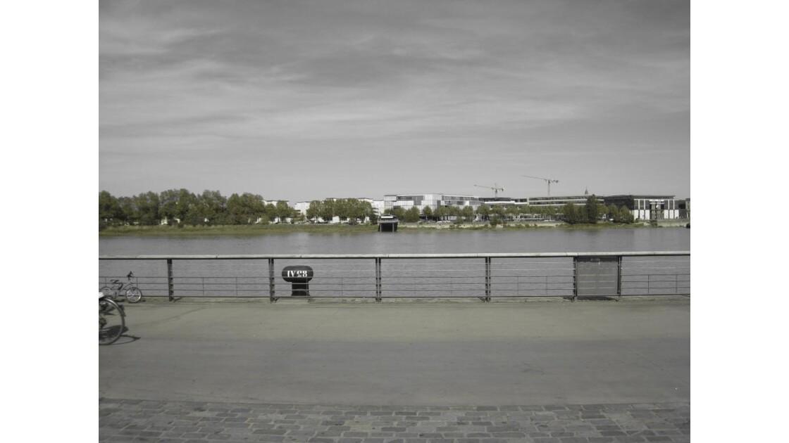 Les quais, la Garonne.
