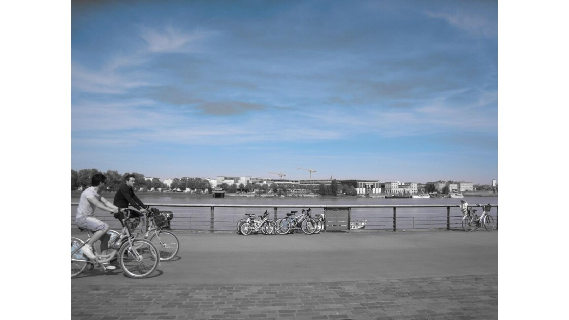Bordeaux, les quais, la Garonne.