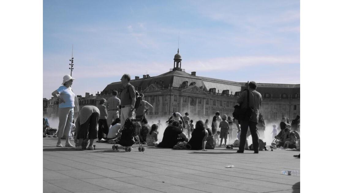 La vie au miroir d'eau de Bordeaux