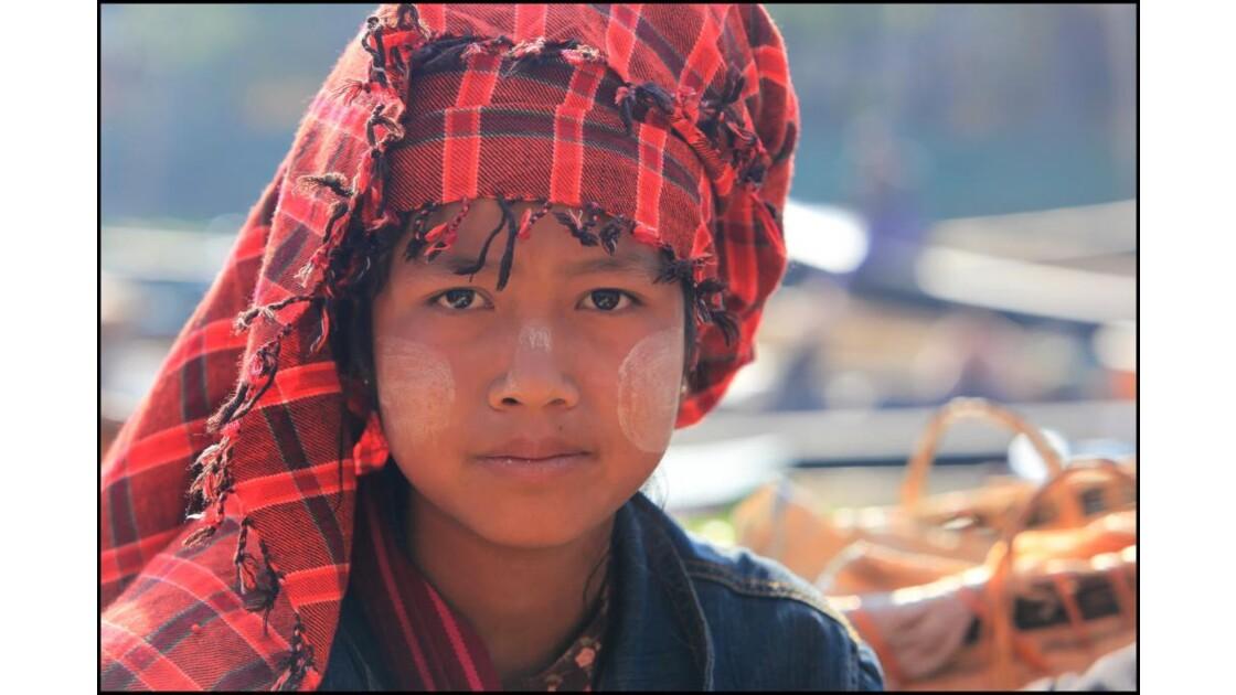 Jeune fille de l' ethnie Pa-O.