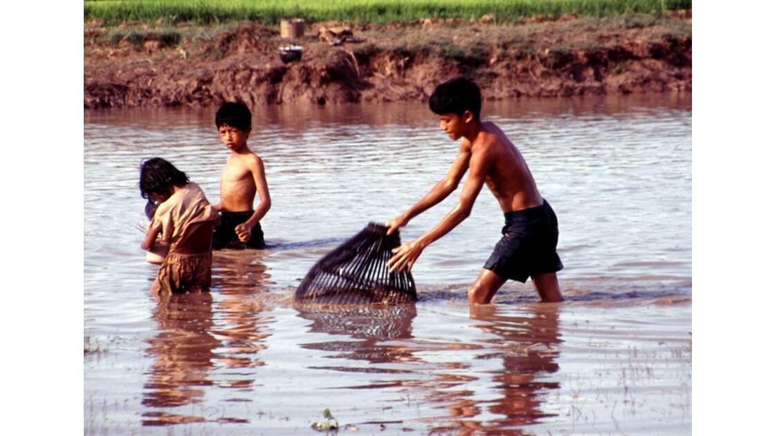 Cambodge jeunes pêcheurs3