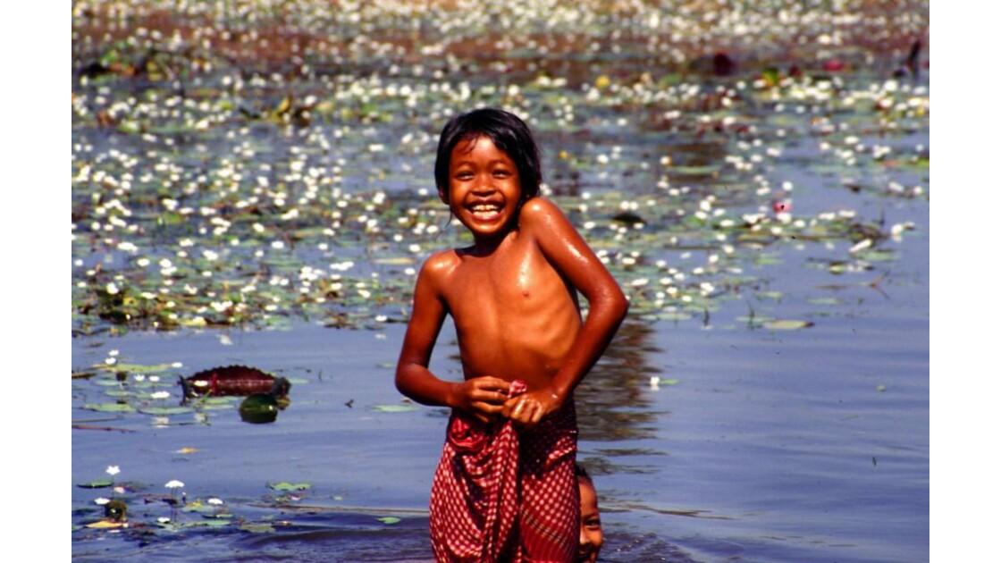 Cambodge jeunes baigneurs 2