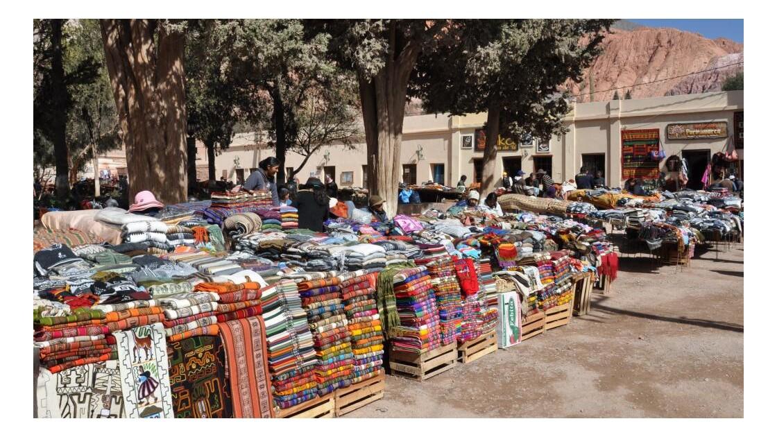 marché artisanal autour de la place