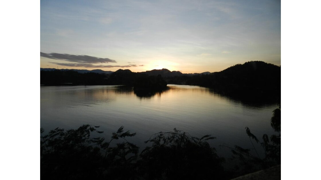 lever de soleil sur le lac Kivu