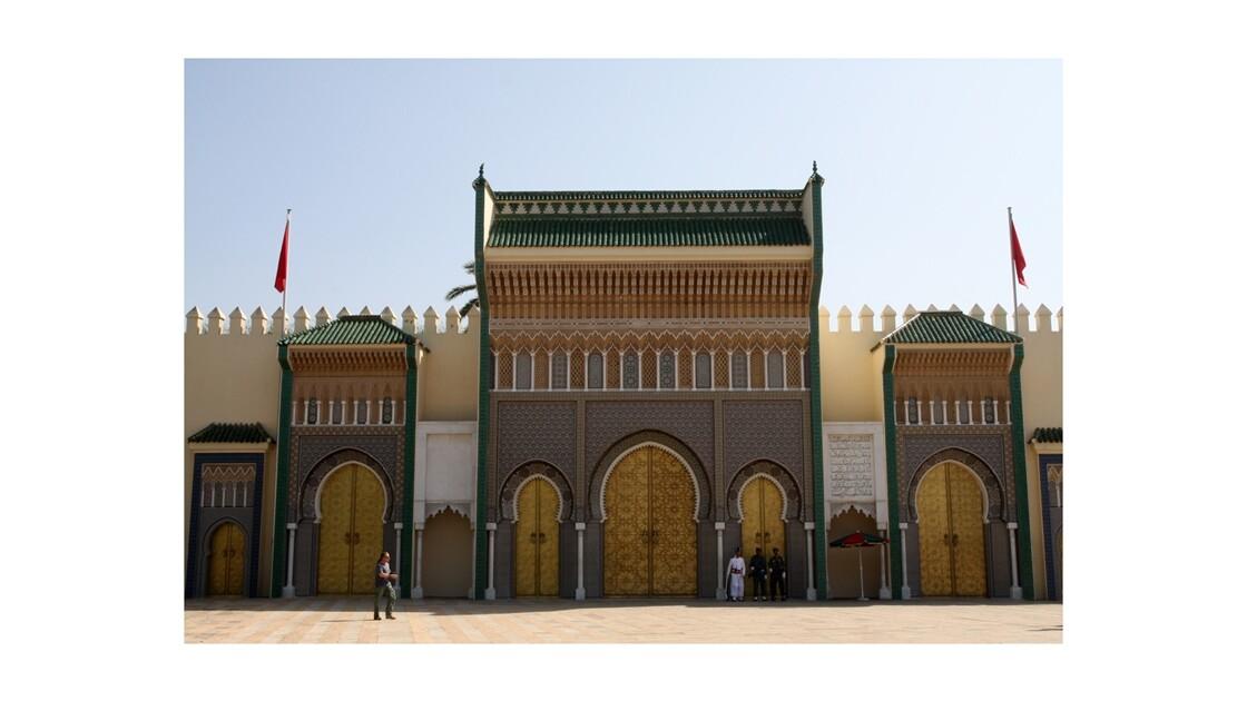 Le palais royal.
