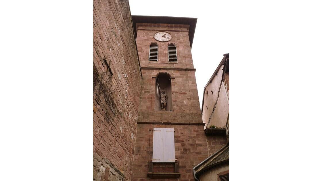 Le clocher et la statue de St Jean