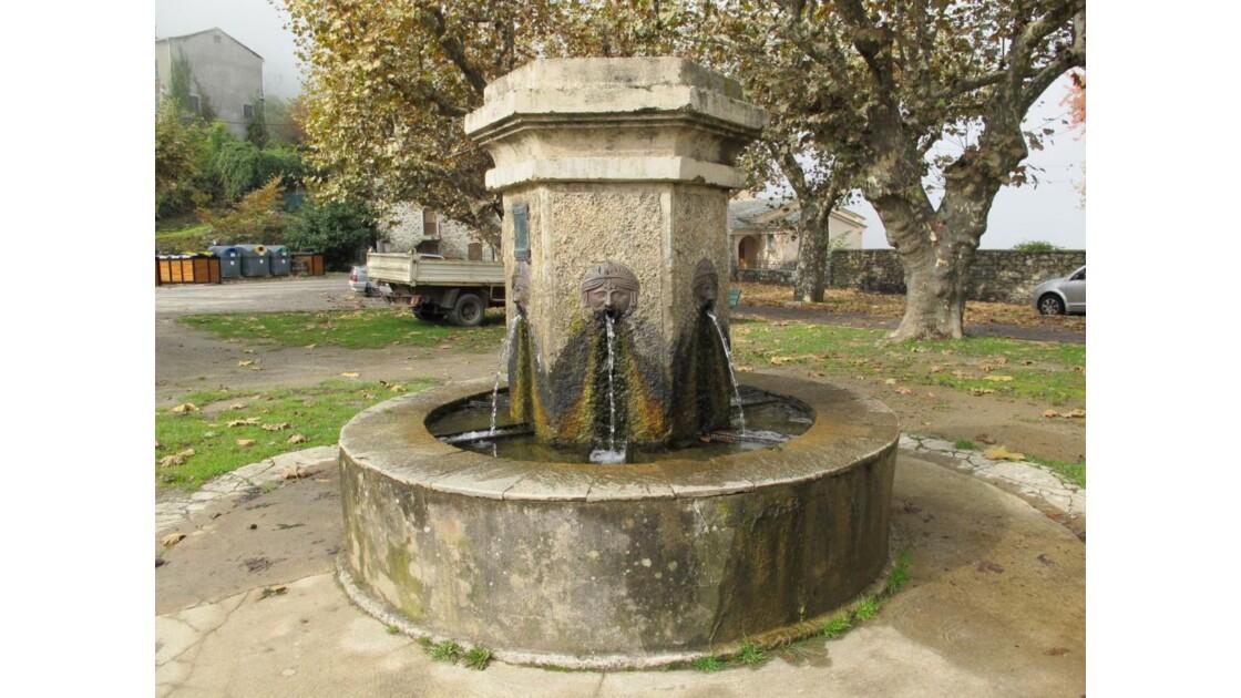 Fontaine place de Loreto