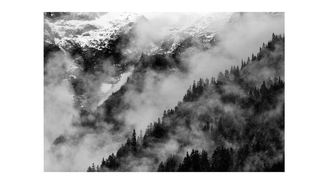 Montagne dans la brume . . .