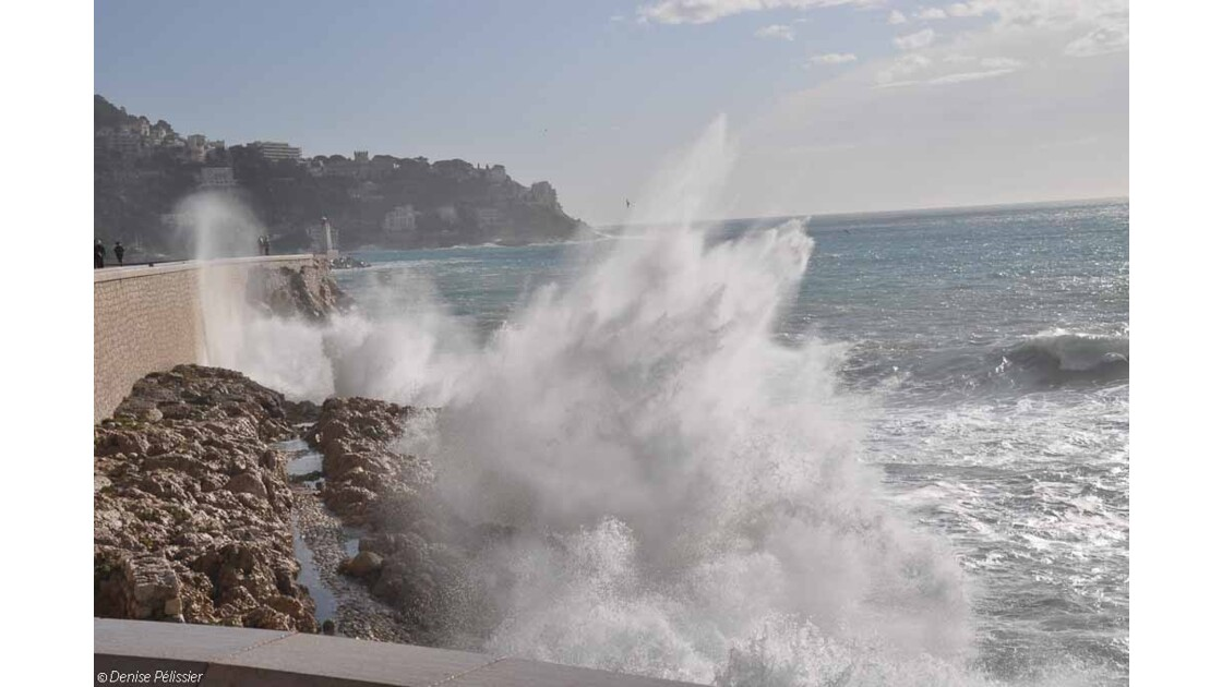Nice: vagues sur Roba Capeu