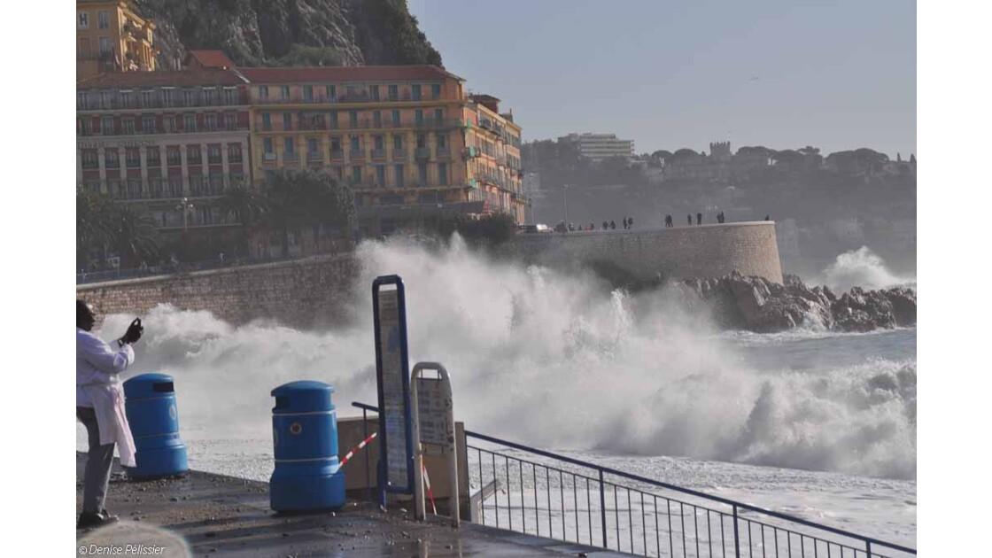 Nice: mer démontée à Roba Capeu