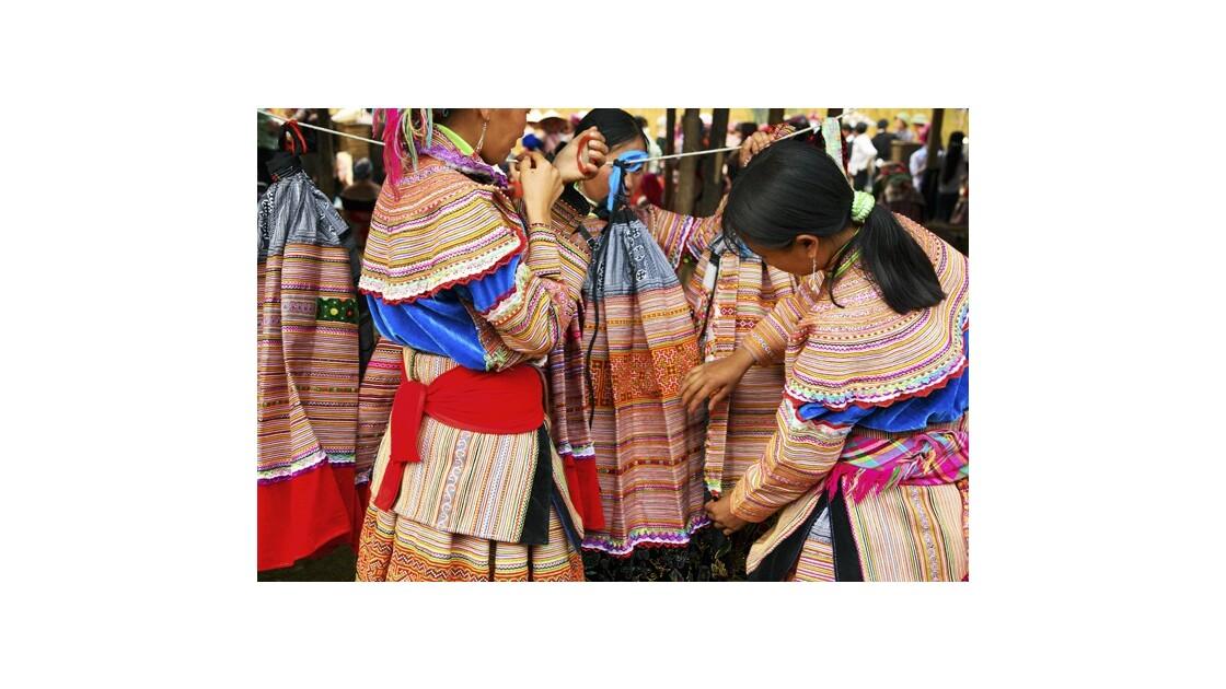 Jeunes filles sur le marché de Bac Ha