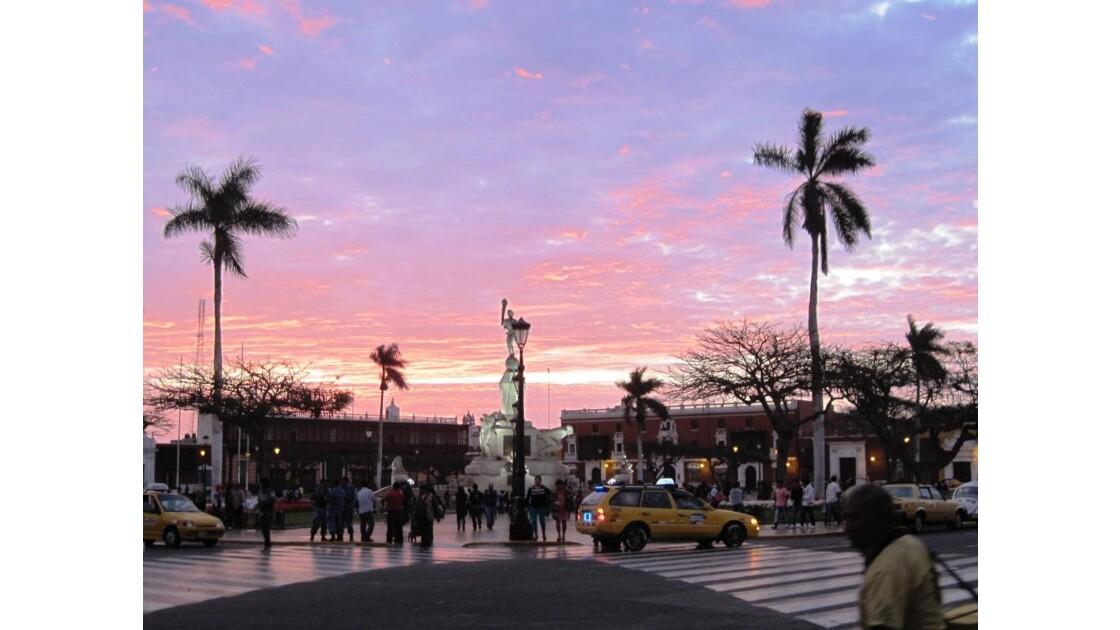Plaza des Armas-Trujillo